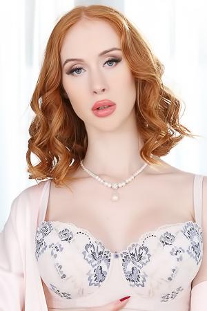 Redhead Hottie Lenina Crowne Mouth Fucks Big Cock