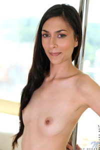 Skinny Teen Ashely Ocean Shows Striptease