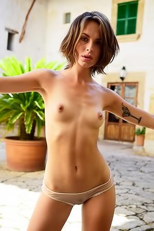 Olivia Peltzer  nackt