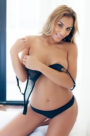 Elyda  nackt Desiree 24+ Amazing