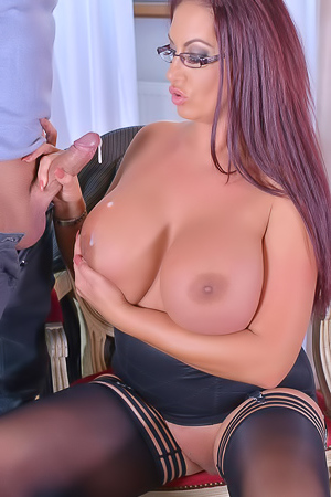 Red haired psychologist Emma Butt does deepthroat to bald patient