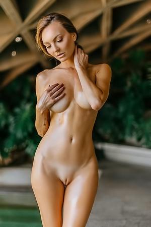 Nackt joce Jennifer Taylor