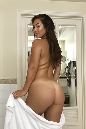 Eva Lovia Post Shower Show
